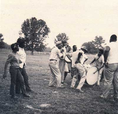 Otha Turner et son groupe de fife drum, Mississippi.
