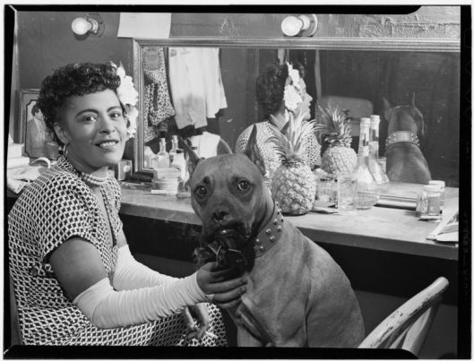 Billie Holiday et son chien Mister, Juin 1946, William P. Gottlieb