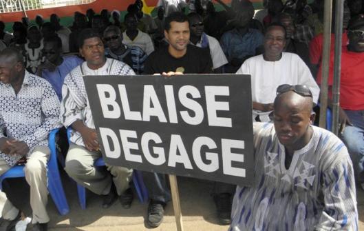 "Le rappeur Serge ""Smockey"" Bambara en pleine manifestation anti-Compaoré"