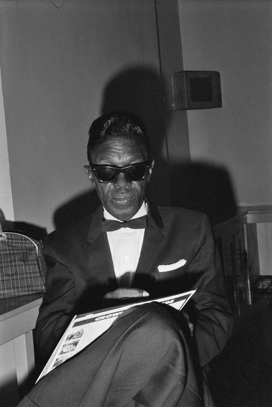 800px-Lightnin'_Hopkins